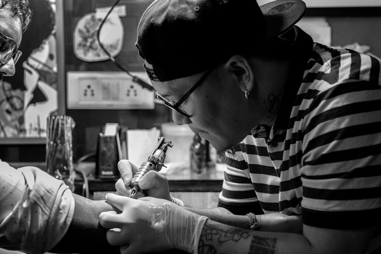 como se tornar tatuador